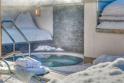 Außenwhirlpool im Winter - Wellnesshotel Hofbräuhaus in Bodenmais